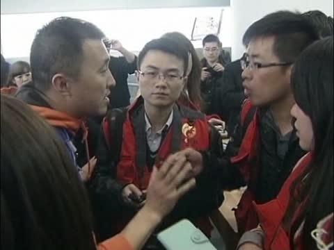 [粤语] 苹果拒绝央视不请自来强采访