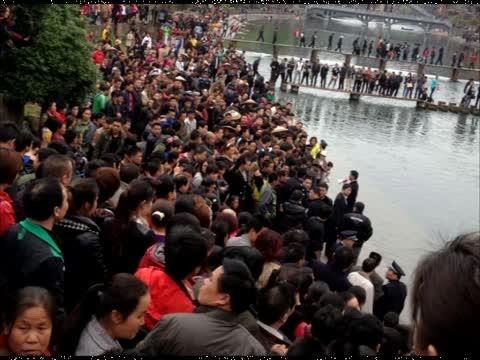 〝凤凰古城〞千人游行 抗议门票收费
