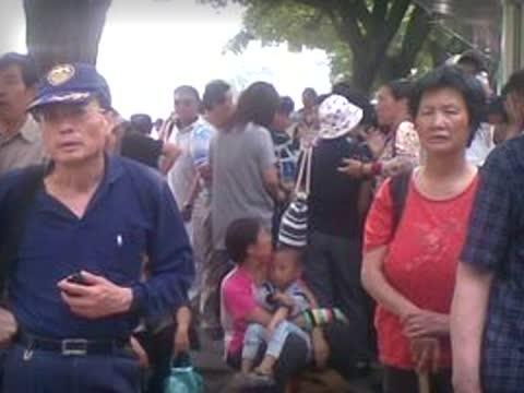 六四前近万访民涌北京 上海千人被抓