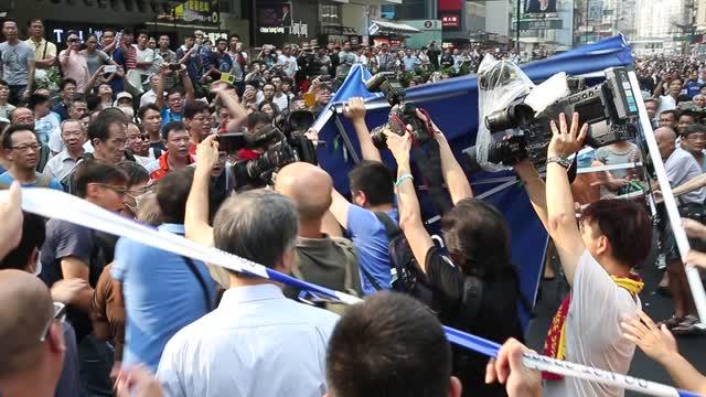 雨傘革命遭黑幫攻擊  學聯擱置對話